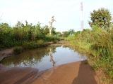 La piste d'accès à Lovisa Kopé est inondée.