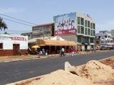 Le long d'une rue bitumée à Lomé