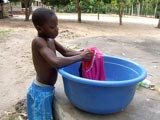 A Lovisa Kopé, Yao lave son linge