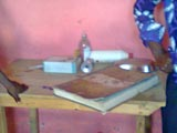 La table abandonnée de l'accueil.